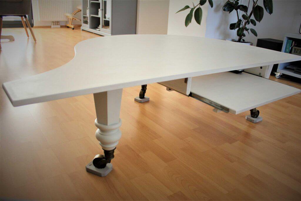 Klaviertisch4 1024x683 - Wie baut man einen Tisch aus einem alten Flügel?