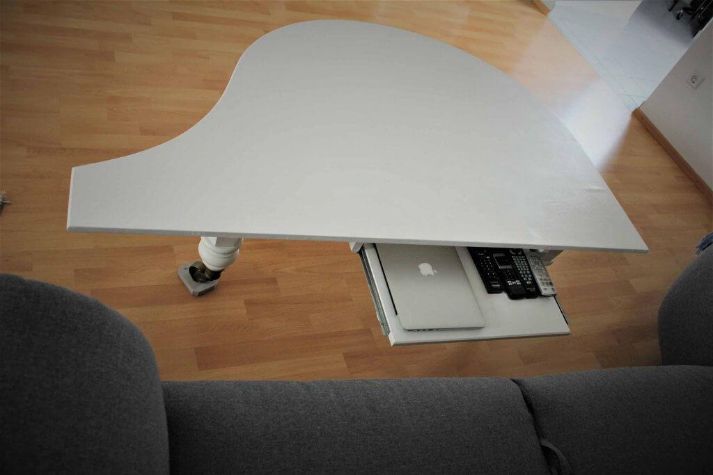 Klaviertisch6 1024x683 - Wie baut man einen Tisch aus einem alten Flügel?