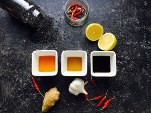 asia chicken 300x225 - Asia Hähnchenkeulen mit Ananas-Gurken Salat