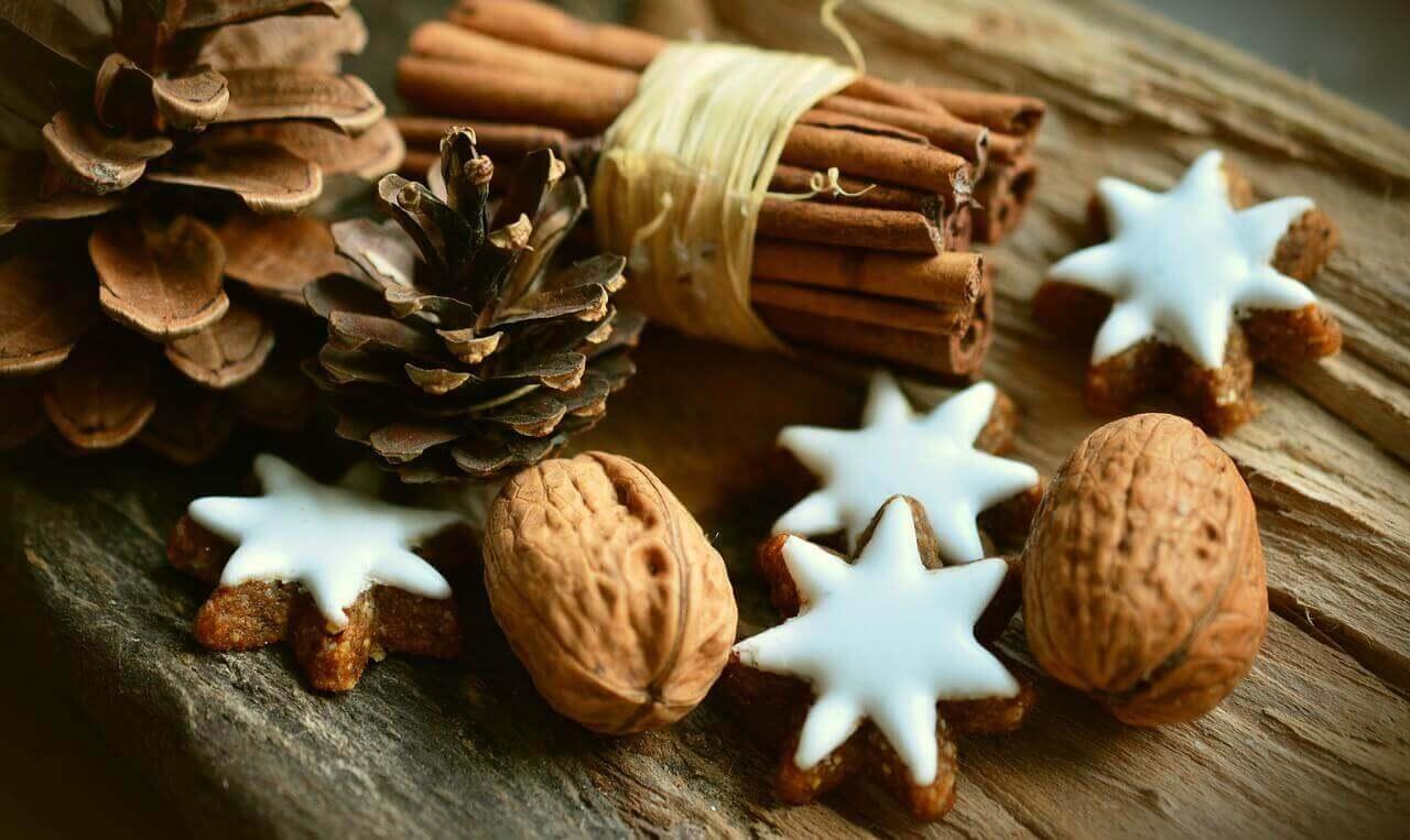 cinnamon stars 2991174 1280 - Es ist Zeit für Schmuck und Deko - Weil Weihnachten ist