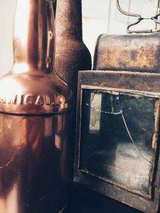 11 225x300 - Flaschen und Industrial in der Hauptrolle