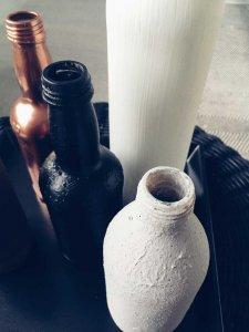 2 2 225x300 - Fľaše a industriál v hlavnej úlohe
