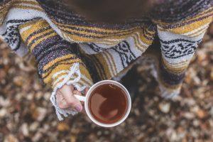 sweater 1514922344 300x200 - TOP 10 pletených modelov, ktoré túto zimu očaria i zahrejú