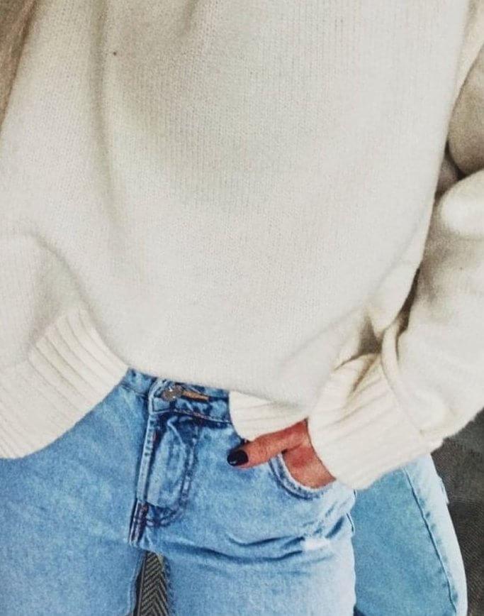white e1541022000441 - TOP 10 pletených modelov, ktoré túto zimu očaria i zahrejú