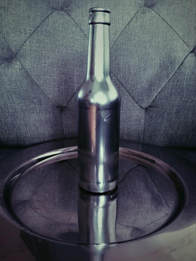i2 - Flaschen und Industrial in der Hauptrolle