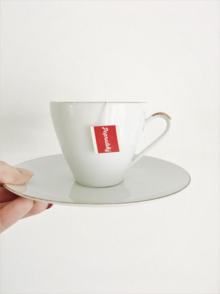 b0b1049e2 Nemenej obľúbeným nápojom je čaj. Ten si dávam najradšej v pohodlí domova,  v sprievode dobrej knihy alebo počas chladných večerov pri kozube.