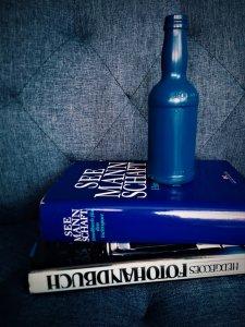 i1 225x300 - Flaschen und Industrial in der Hauptrolle