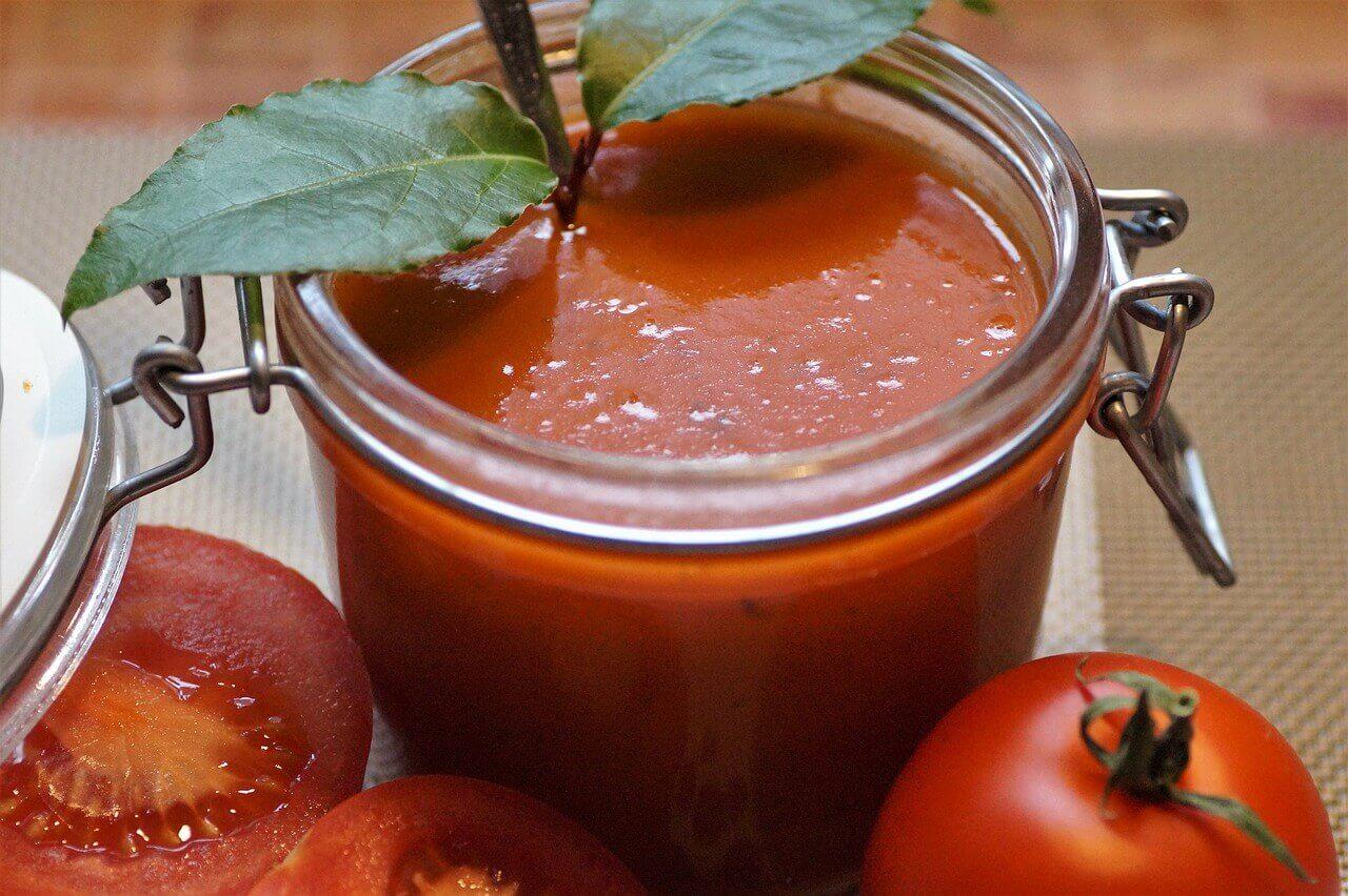 tomato 3162790 1280 - Osviežujúce melónové gazpacho s krevetami na horúce letné dni