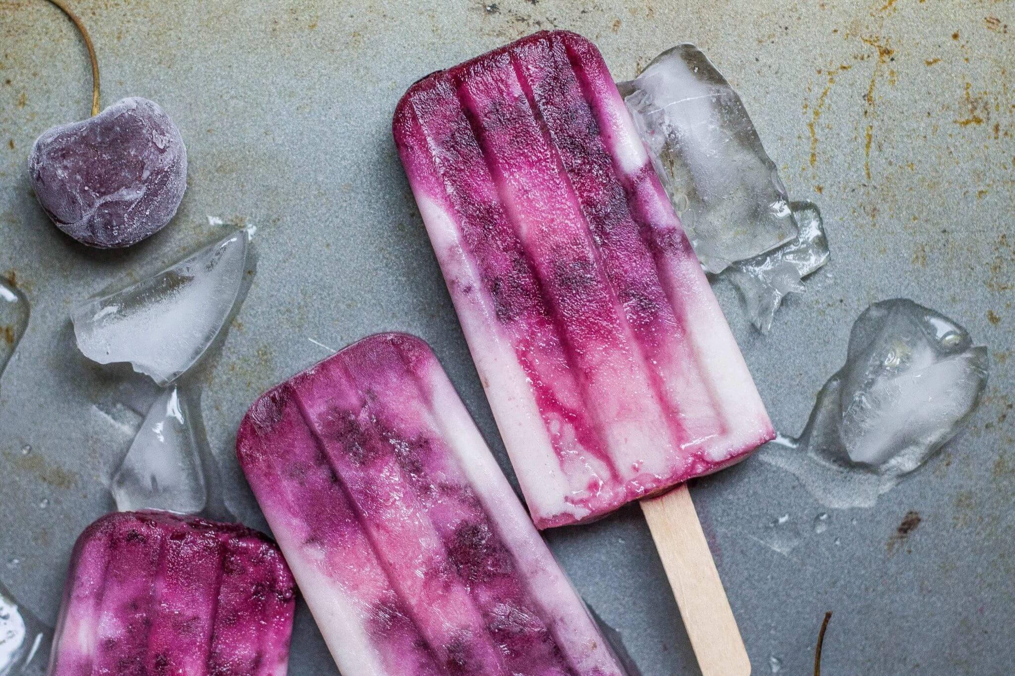 alison marras 361006 unsplash - Veganes Kokos-Limetten-Eis mit karamelisierten Kirschen