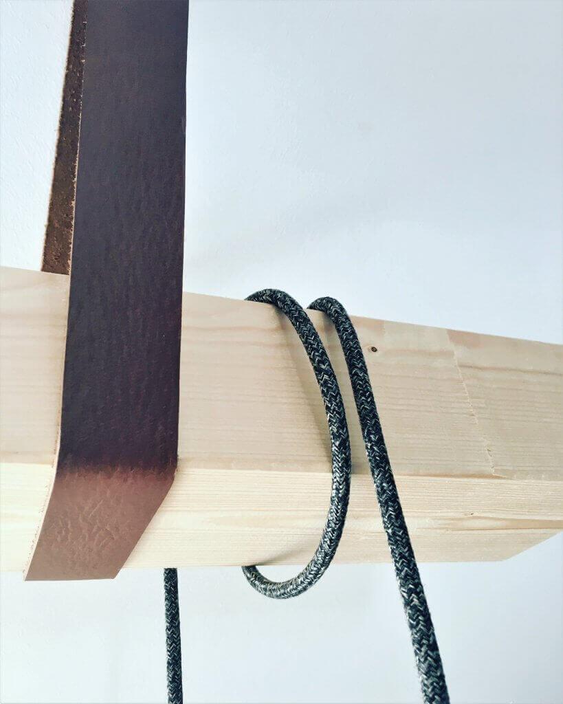 1 819x1024 - Uťahujte opasok v štýle alebo ako si vyrobiť netradičnú policu