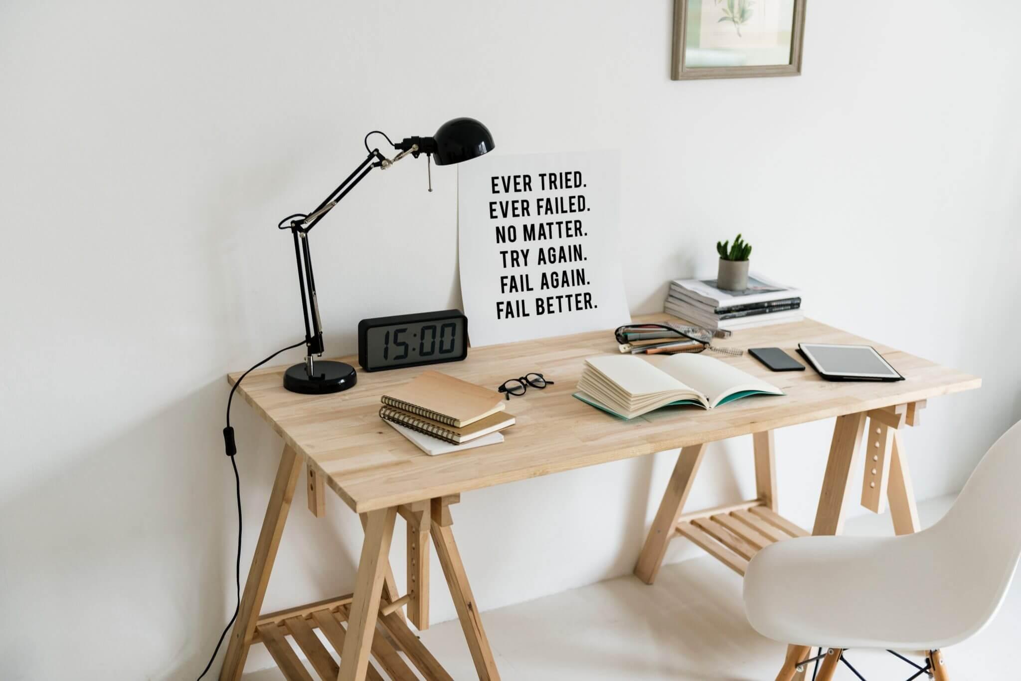 rawpixel 463439 unsplash 1 - Nový trend domácej pracovne – motivačná doska