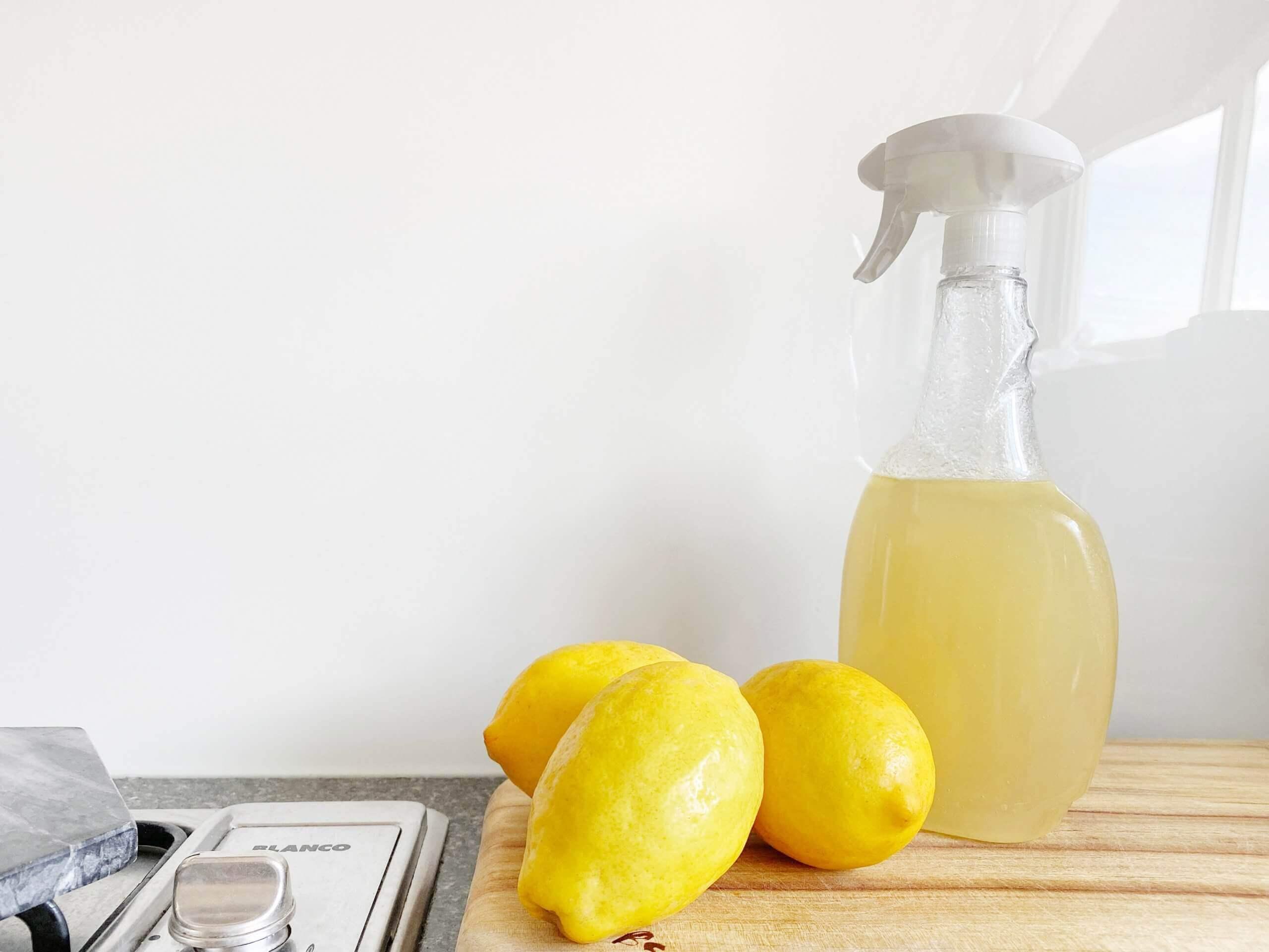 crema joe n5qirFAe6rQ unsplash scaled - Putzen ohne Chemie! Ökologische Tricks aus der Küche