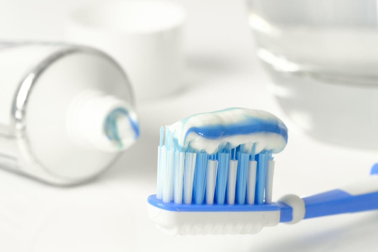 toothpaste 3067569 1280 - Zbohom chémia! Čistiace prostriedky z kuchyne