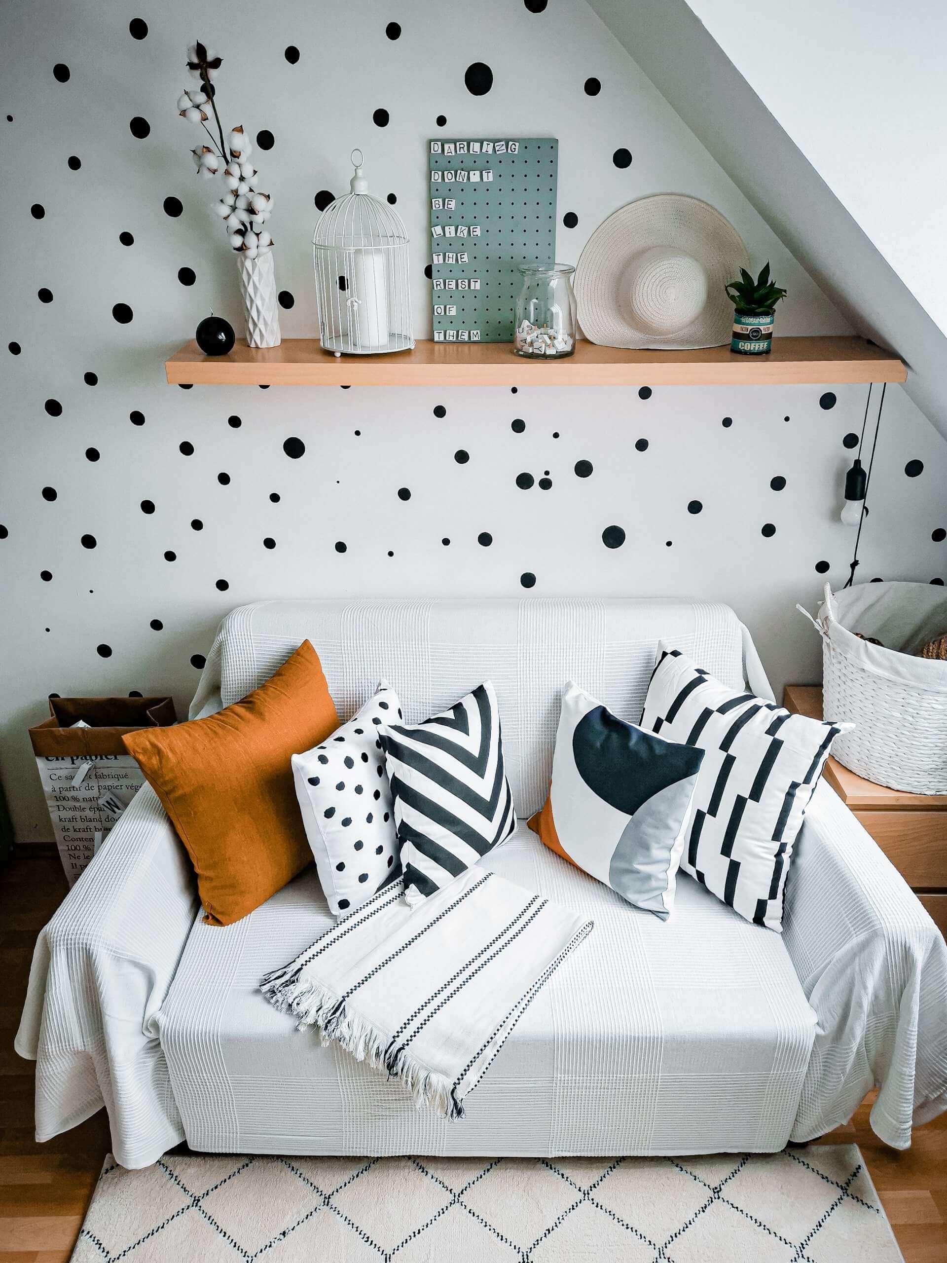 IMG 20200529 165246 1 scaled - PRED a PO: Premena izby bez výmeny nábytku