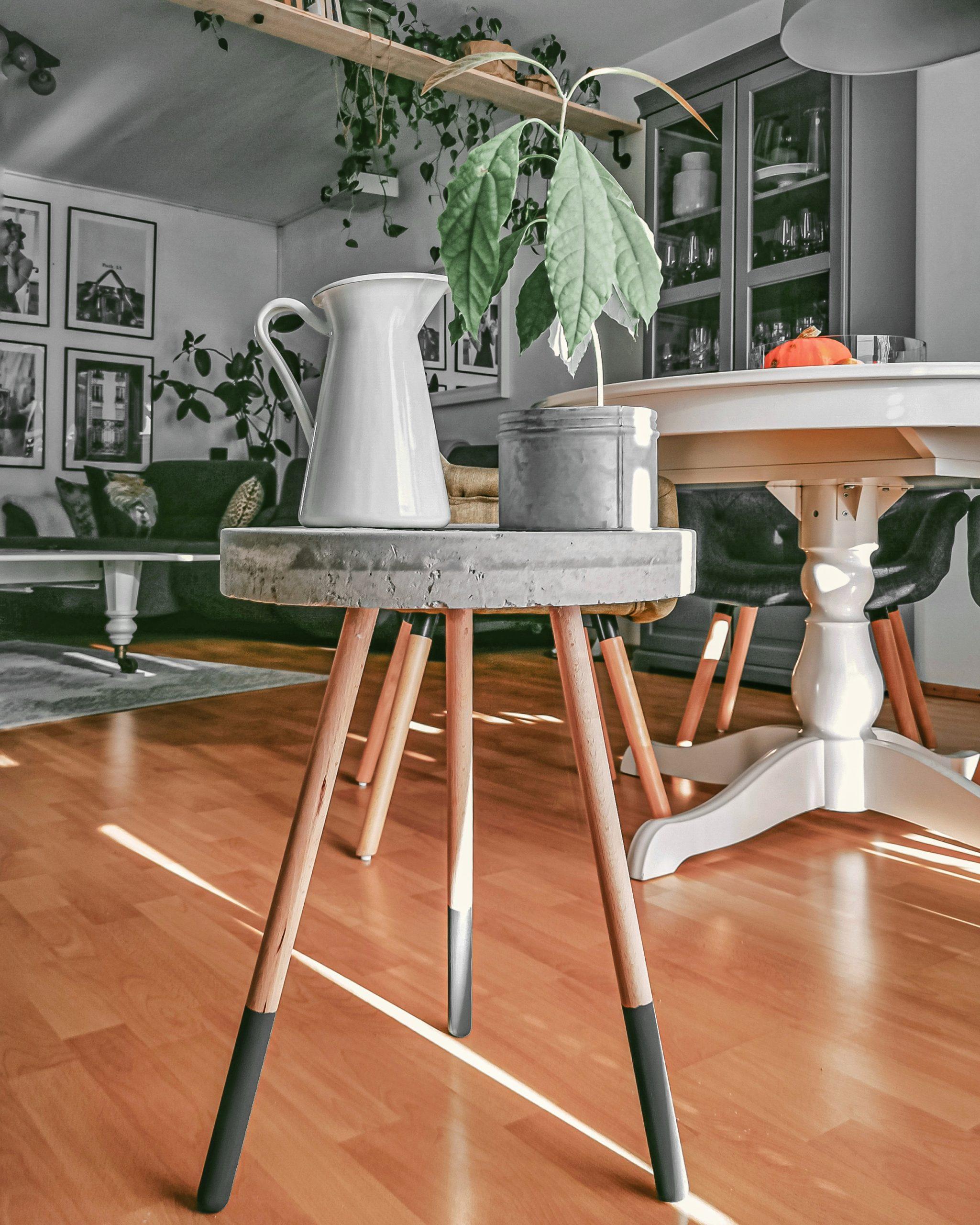 IMG 20201122 125537 01 1 scaled - DIY projekt: Ako si vyrobiť RAW stolík z betónu
