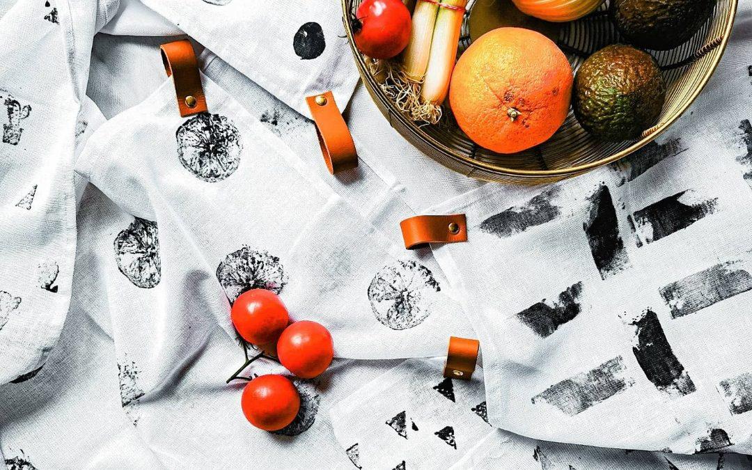 Handgemachte Handtücher mit Aufdruck und Ledergriff